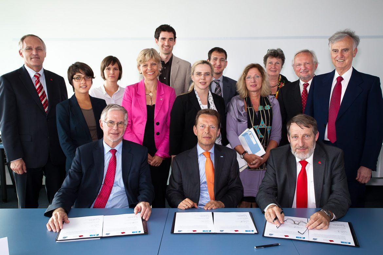 Gruppenfoto INUAS Unterzeichung Absichtserklärung